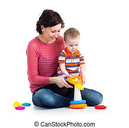bebé, niño, y, madre que juega, juntos