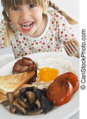 bebé que come, desayuno poco sano