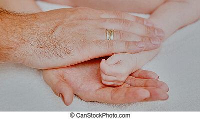 bebé, sueño, padre, mano