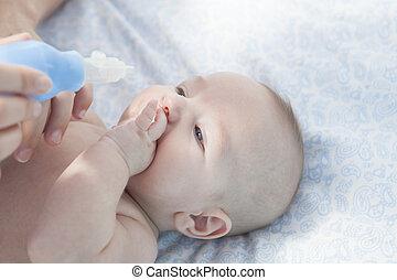 bebé, utilizar, nasal, aspirador, madre