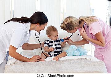bebê, assistindo, enfermeira, pediatra