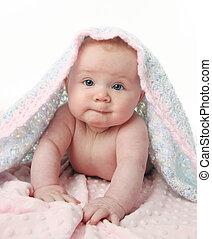 bebê bonito, cobertor, sob
