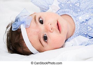 bebê bonito, menina, cama