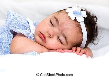 bebê bonito, menina, cama, dormir