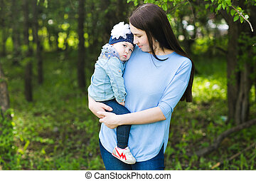 bebê bonito, outdoors., mãe