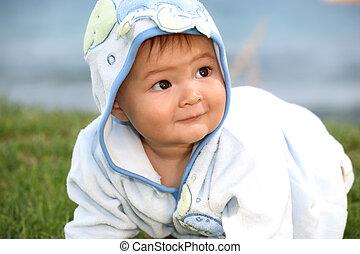 bebê, cute, menino, tocando, ao ar livre