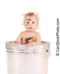 bebê, em, lata lixo