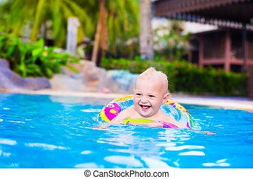 bebê, em, um, piscina
