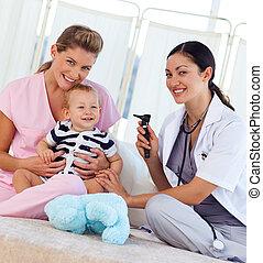 bebê, enfermeira, câmera, pediatra, sorrindo