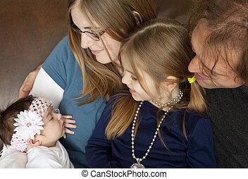 bebê, família nova