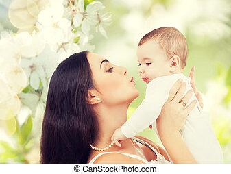 bebê, feliz, tocando, rir, mãe