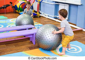 bebê, fitball, pequeno, jogos, ginásio