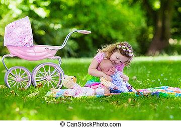 bebê, irmão pequeno, menina, tocando