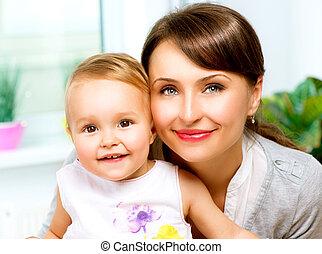 bebê, lar, beijando, abraçando, mãe