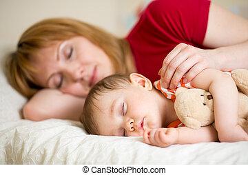 bebê, mãe, junto, dela, dormir