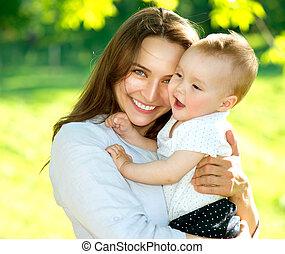 bebê, outdoors., família feliz, mãe