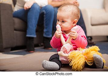 bebê, pais, sentando, em, a, fundo