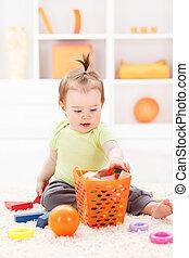 bebê, pequeno, tocando, menina, brinquedos