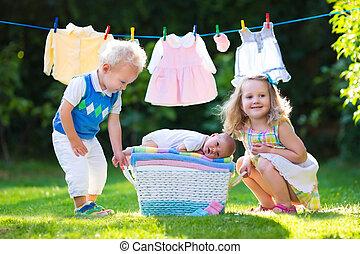 bebê recém-nascido, crianças, irmão, tocando