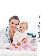 bebê, retrato, pediatra, doutor