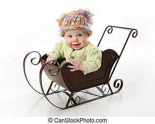 bebê sorridente, sentando, em, um, trenó