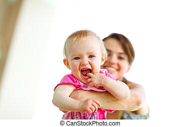 bebê, tocando, rir, mãe