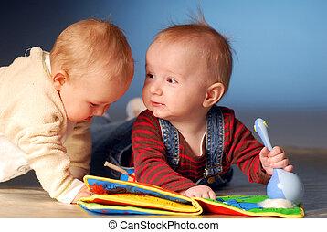 bebês, jogar brinquedos