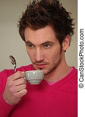 bebendo, espresso, homem jovem