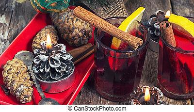 bebida, alcohólico, calentó con azúcar y especias vino