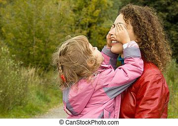 becsukódik, kevés, nő, fiatal, anya, leány, szemek, játék, kert