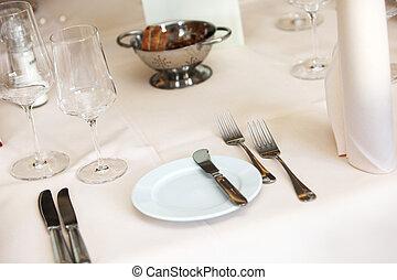 bedeckt, tisch, mit, platte, vorspeisen