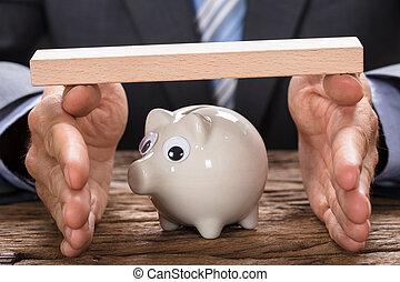 bedekking, houten, piggy, handen, zakenman, plank, bank