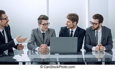 bedrijfscollega's, besprekende zaak, plan, op, de, vergadering