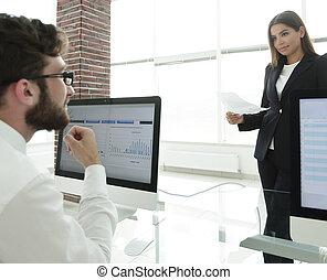 bedrijfscollega's, werkende , met, financieel, documenten
