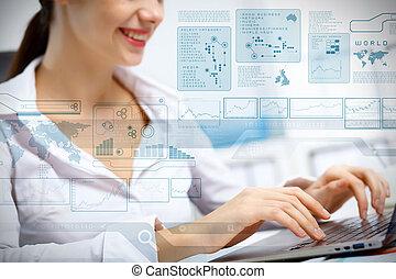 bedrijfspersoon, werkend aan computer