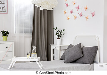 Bedroom in white and grey idea - White bedroom with grey...