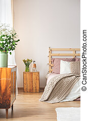Bedroom with flowers