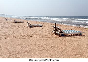 Bentota beach - Beds on the Bentota beach in Sri Lanka