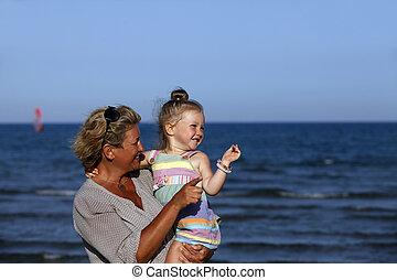 bedstemoderen, granddaughter, hende