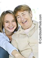 bedstemoderen, granddaughter, hugging