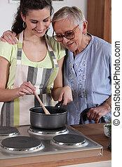 bedstemoderen, granddaughter, madlavning, hende