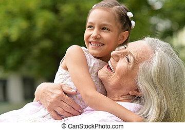 bedstemoderen, hende, granddaughter