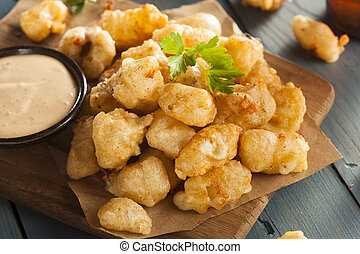 Beer Battered Wisconsin Cheese Curds with Dipping Sauce