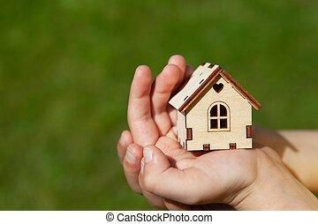 begrepp, egendom, hus inrama, räcker, hus, close-up., leksak, utrymme, inteckna, fokus., bakgrund., bara, acquisition., verklig, selektiv, barn, avskrift, räcker, dröm, ansikte, utan, grön, liten, gräs, mjuk