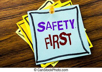 begriff, first., geschaeftswelt, hölzern, text, ausstellung, sicher, schreibende, merkzettel, hintergrund., geschrieben, warnung, sicherheit, papier, klebrig