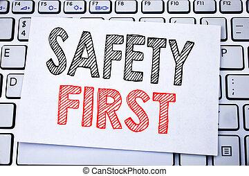 begriff, geschaeftswelt, first., bildunterschrift, text, ausstellung, sicher, schreibende, merkzettel, hintergrund., geschrieben, warnung, sicherheit, papier, tastatur, weißes, klebrig, handgeschrieben