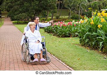 behinderten, pflegen patienten, nehmen, spaziergang
