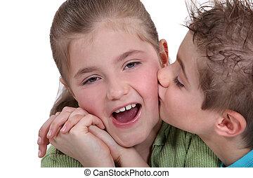 beijando, irmã, irmão