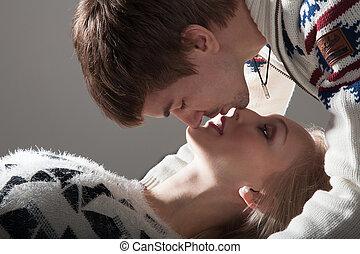 beijando, par, Amor