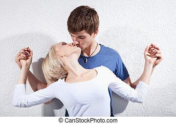 beijando, par, Amor, jovem